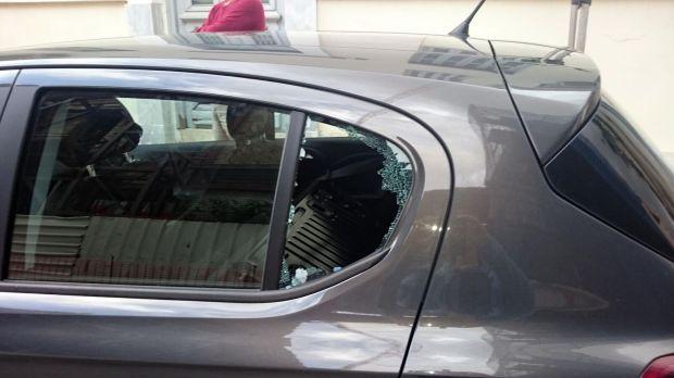Eingebrochene Autoscheibe
