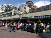 queue for original starbucks store